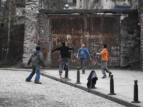 #ludzie #Stambuł #Turcja #dzieci #piłka