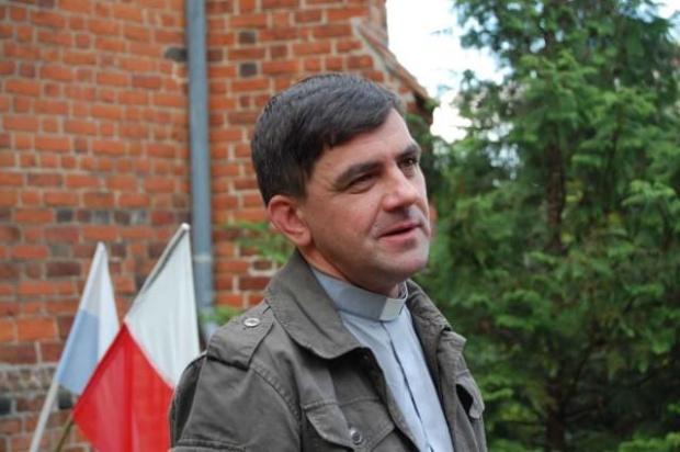 ks. Jacek Toś.